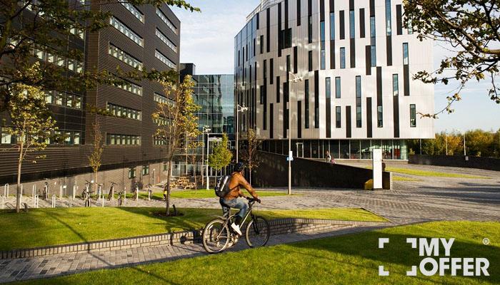 爱丁堡龙比亚大学留学费用