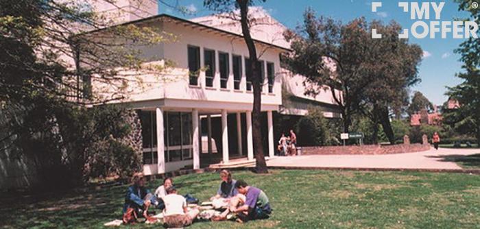 澳洲新英格兰大学留学费用