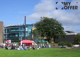 英国顶级院校斯旺西大学的留学费用高吗?