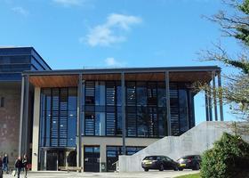 艺术类大学法尔茅斯大学学院的专业排名