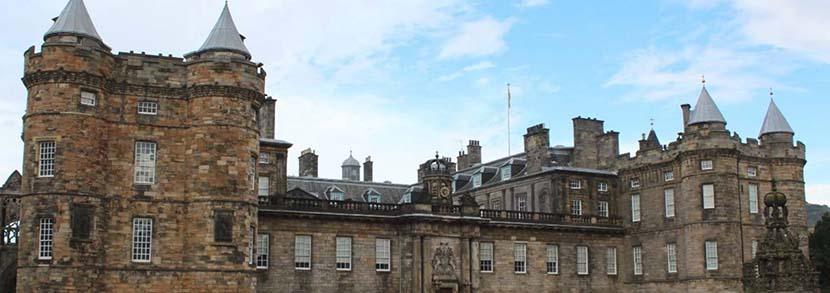 爱丁堡大学研究生申请条件:雅思至少达到6.5分!