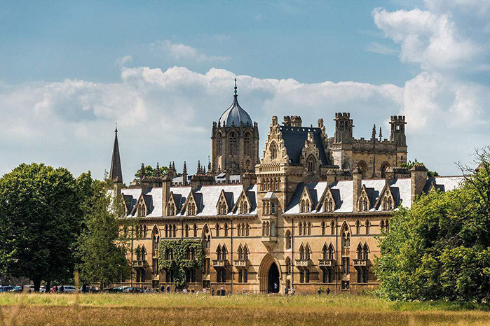 牛津大学是哪个国家的