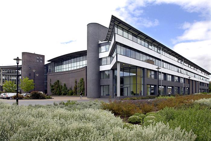 华威大学在英国哪里