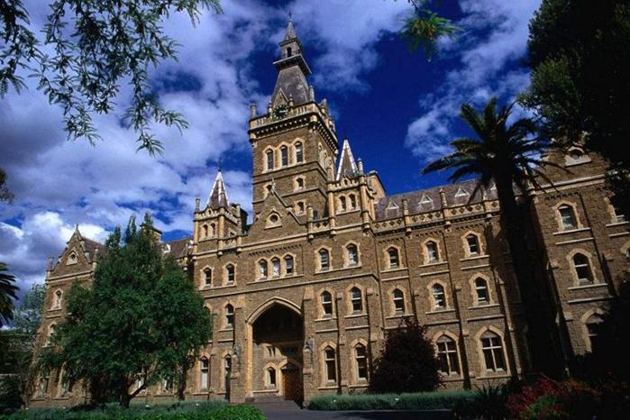 澳大利亞墨爾本大學放假時間